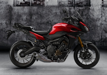 Yamaha MT 09 Tracer - Lava Red